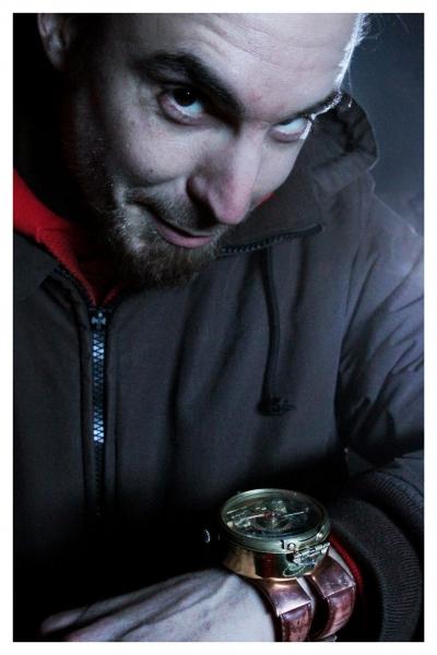 Le réalisateur Stéphane Réthoré avec l'objet de bien des convoitises... © Photos Camille Corbetto
